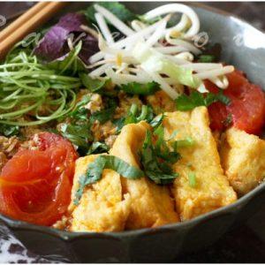 bowl of bun rieu